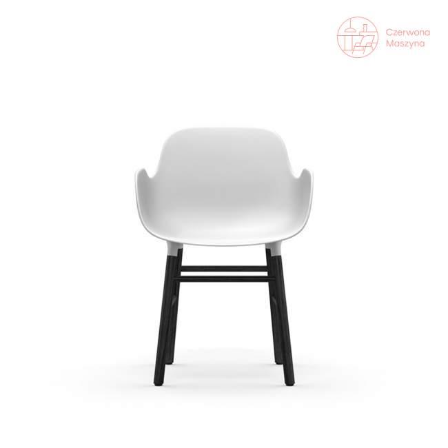 Fotel Normann Copenhagen Form, biały z czarnymi nogami